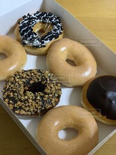 ドーナツの種類が異なった箱の写真・画像素材[2982052]
