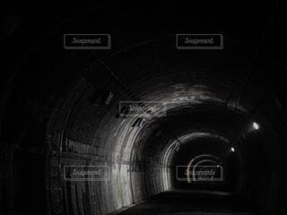 旧鹿路トンネル 薄暗いトンネルの写真・画像素材[4552556]