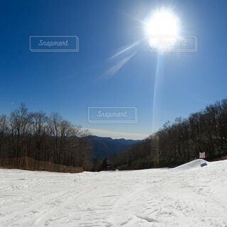 晴れた日のスキー場の写真・画像素材[4547452]