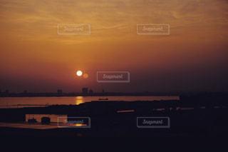 海に沈む夕日の写真・画像素材[969263]
