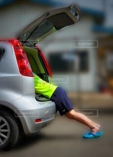 子供が車に食べられたぁの写真・画像素材[4676734]