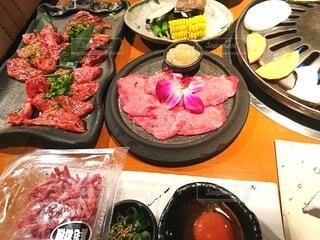 お店で焼き肉を食べるの写真・画像素材[4568090]
