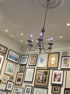 絵画とランプの写真・画像素材[4555884]