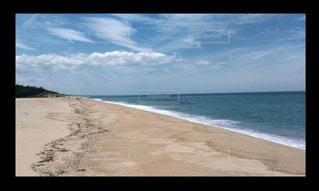 海に隣接するビーチの眺めの写真・画像素材[2140717]