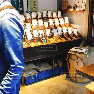 コーヒー豆の焙煎の写真・画像素材[2142667]