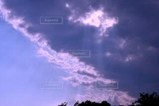 雨雲が迫るの写真・画像素材[4638828]