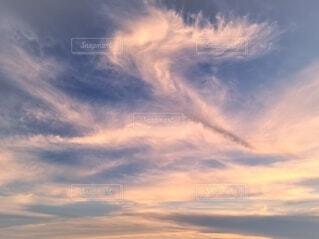 夕焼け雲と青い空の写真・画像素材[4665238]