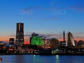 青空残る横浜の夕焼けと夜景の写真・画像素材[4907105]