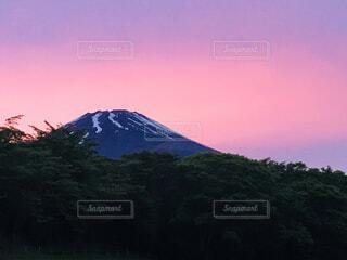 夕暮れな富士山の写真・画像素材[4574850]