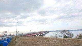 湖にかかる橋の写真・画像素材[4746940]