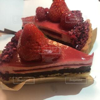 お皿の上にイチゴケーキの写真・画像素材[4617717]