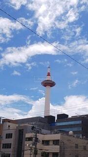 青空に京都タワーが映えますの写真・画像素材[4665180]