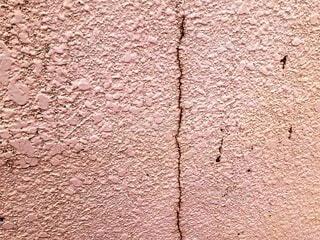 ヒビが入った外壁の写真・画像素材[4733051]