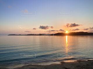奄美大島の倉崎海岸から見る日の出 2021-06-24の写真・画像素材[4658118]
