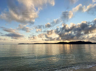 奄美大島の倉崎海岸から見る日の出 2021-06-24の写真・画像素材[4658121]