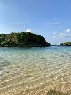 西表島の星の砂海岸の透き通る海の写真・画像素材[4671851]