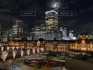 東京駅の夜景の写真・画像素材[4674308]