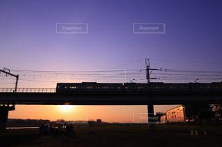 夕空と電車の写真・画像素材[4722315]