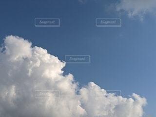 青空の雲の写真・画像素材[4843014]