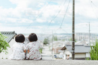 住み慣れた街を眺める2人の写真・画像素材[4624367]