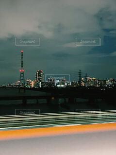 道路からみた夜景の写真・画像素材[4771351]