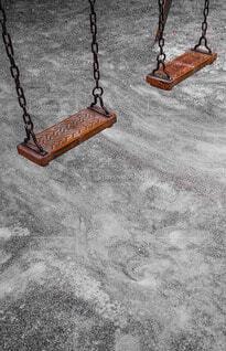 公園の赤いブランコ クローズアップの写真・画像素材[4720604]