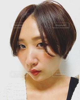 髪をバッサリ切った記念の写真・画像素材[1303196]