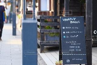 通りに面したカフェの写真・画像素材[4661624]