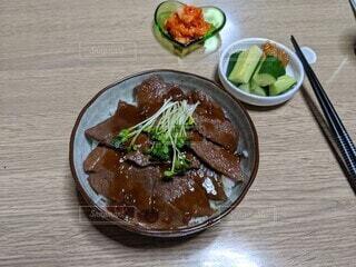 夏バテ防止に牛ステーキ丼はいかが?の写真・画像素材[4679888]