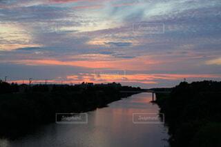 新川と夕焼けの写真・画像素材[4639024]