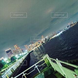 水の中の大きな船の写真・画像素材[4651640]