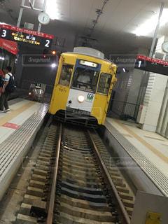 路面電車のプラットフォームの写真・画像素材[1211387]