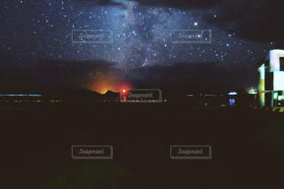 夜空と夜景の写真・画像素材[214758]