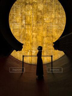 月と私の写真・画像素材[4653305]