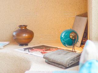 椅子と花瓶とランプとソファの写真・画像素材[4653324]
