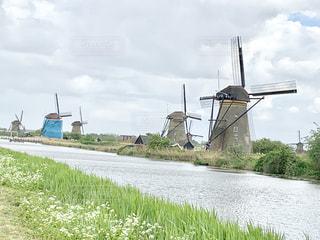 オランダのキンデルダイク風車群の写真・画像素材[2122473]