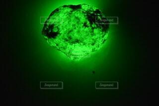 光るクリスタル鉱石の写真・画像素材[4653629]