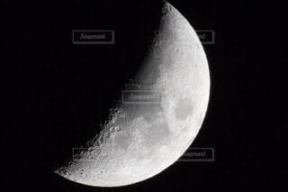 空の月のクローズアップの写真・画像素材[4653634]