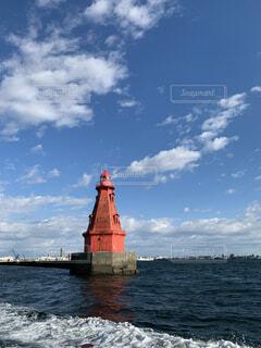水の中の大きな船の写真・画像素材[4653636]
