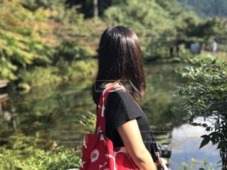 森の中の女性の写真・画像素材[760050]