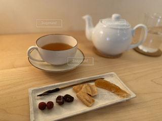 木製のテーブルの上に置くコーヒー1杯の写真・画像素材[2888006]