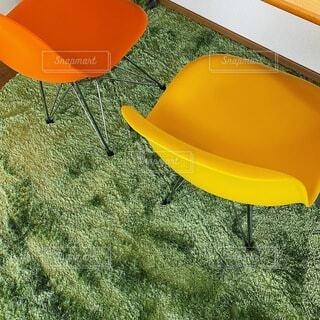 オレンジ色の椅子の写真・画像素材[4771162]