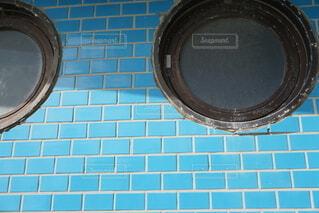 青と白のタイルの写真・画像素材[4771465]