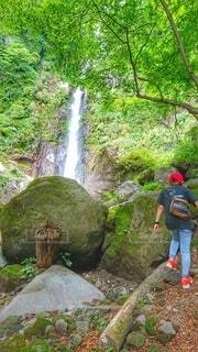 滝と岩の写真・画像素材[4671921]