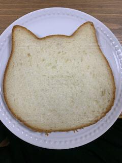 猫の形の食パンの写真・画像素材[4679001]