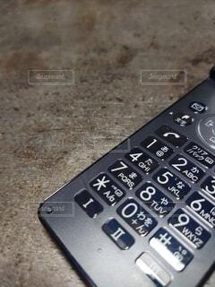 折りたたみ携帯電話のアップの写真・画像素材[4756107]