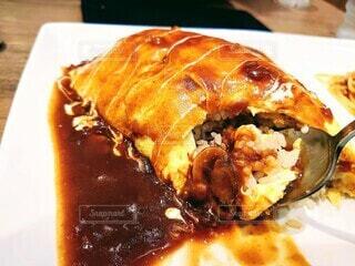 食べかけのオムライスの写真・画像素材[4884101]