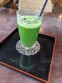 テイブルの上の飲み物の写真・画像素材[4691545]