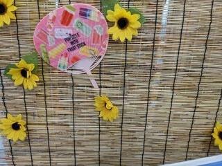 すだれと向日葵の飾り付けの写真・画像素材[4717219]