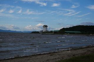琵琶湖にたたずむホテルの写真・画像素材[4850706]